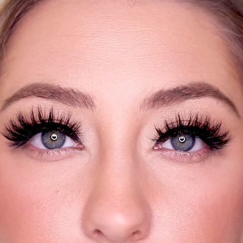 Boujie Lash is a gorgeous big magnetic lash style that is bold, and screams your presence from across the room.