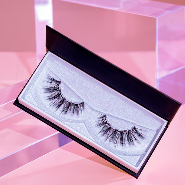 Sexy magnetic lash is the perfect magnetic eyelash to replace your lash extensions.