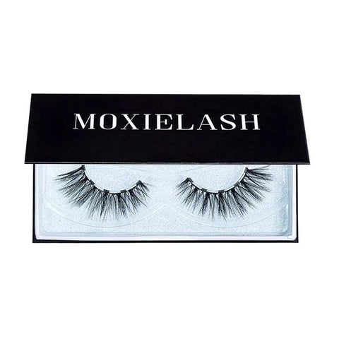 Sexy magnetic lash look for your easy halloween makeup look