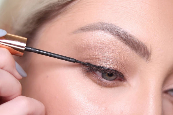 How to apply Magnetic Liquid Eyeliner from MoxieLash with these easy tips and tricks.