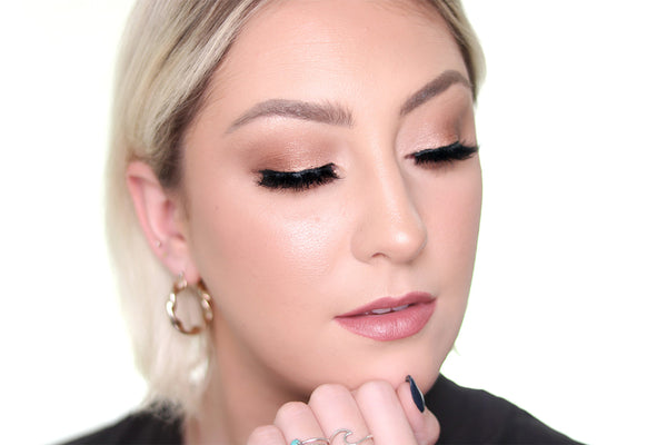 Your Golden Shimmer Eyeshadow Look featuring the Baddy Eyelash from MoxieLash!