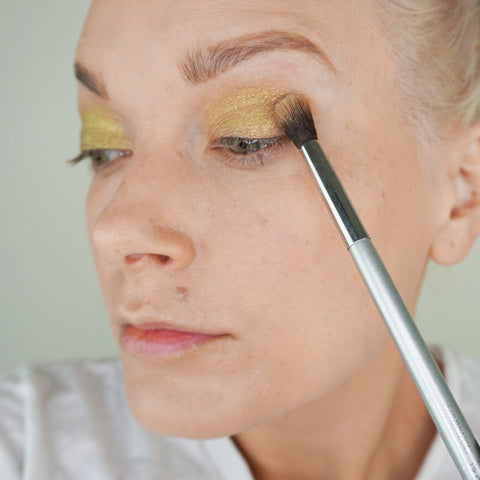 Blend your eyeshadow into the contour of your eye with an eyeshadow blending brush.
