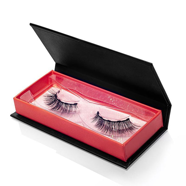 Wear the Wifey Lash from MoxieLash for a RED HOT Valentine's Day Look!