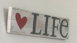 A Roseylicious Life mental health blog - Good Signs, Good Times blog post - Love Life sign pic