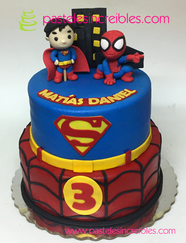 Pastel de Spiderman y Superman