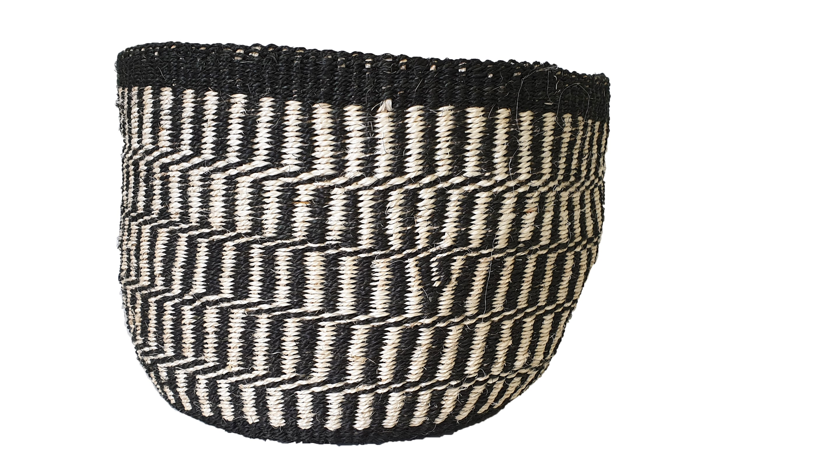AU NATURALE Kiondo // Natural Handwoven Basket // Made of Black & White Sisal
