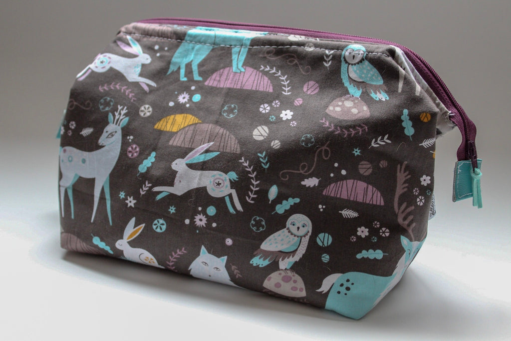 Medium Wild Life Hinged Toiletry Bag