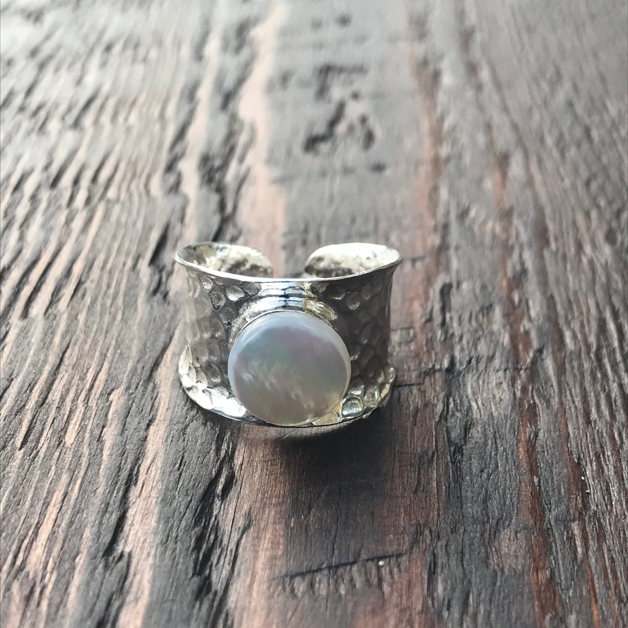 Hammered Finish Band Ring with Mother of Pearl