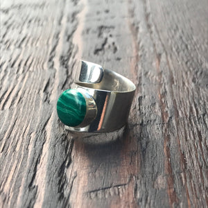 Green Malachite Twist Design Sterling Silver Ring
