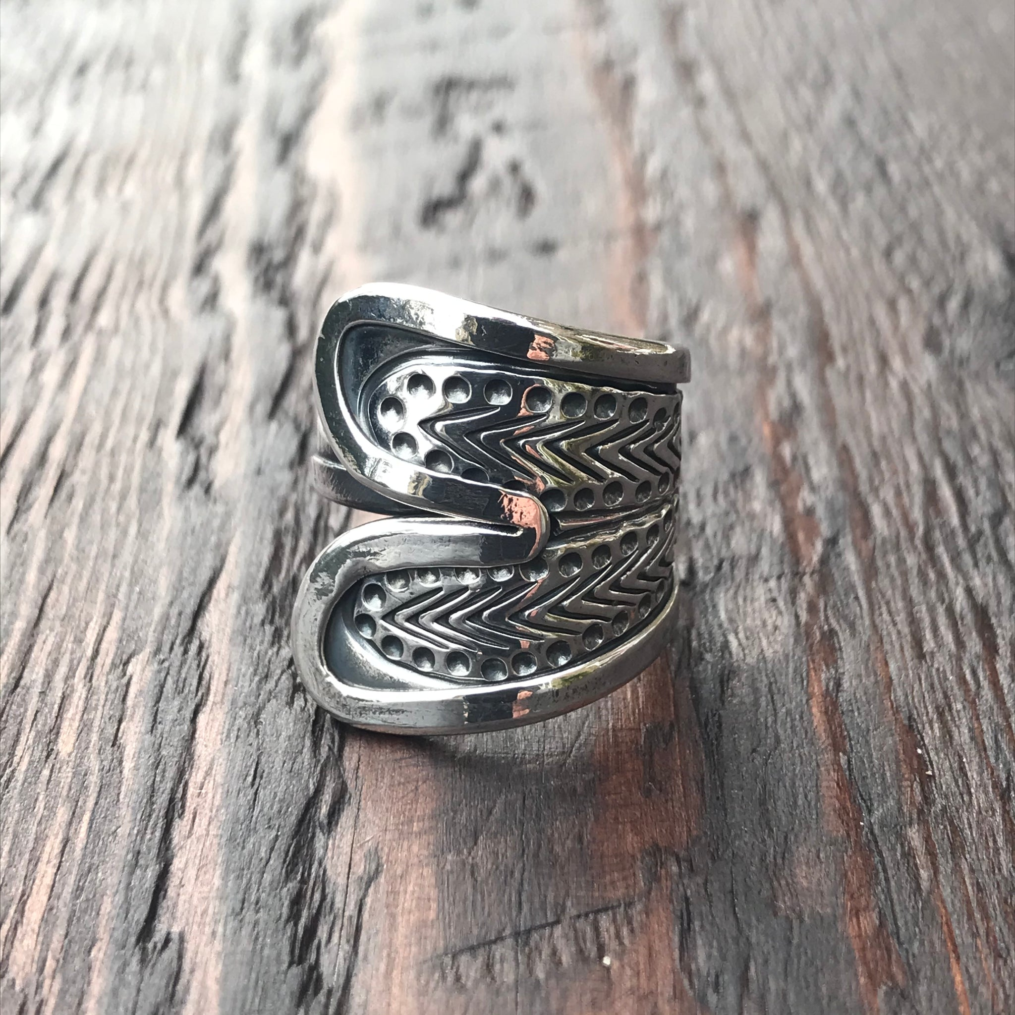 'Karen Hill Tribe' Etched Herringbone Design Wraparound Sterling Silver Ring