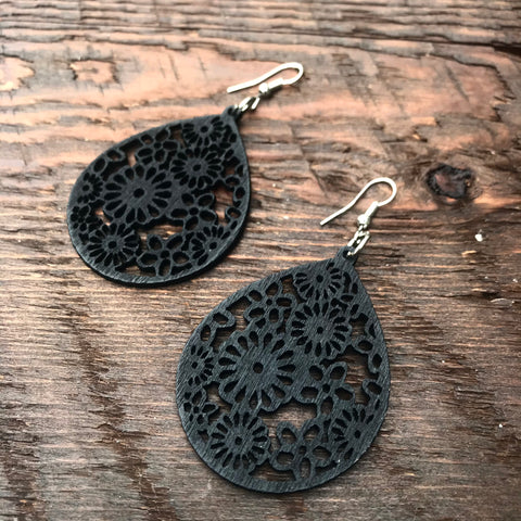 'El Bosque' Leaf Drop Wooden Earrings (Black)