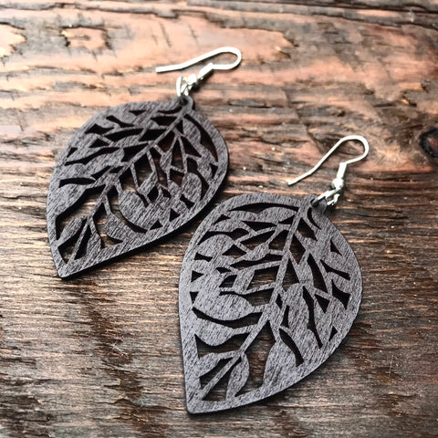 'El Bosque' Leaf Drop Wooden Earrings (Brown)