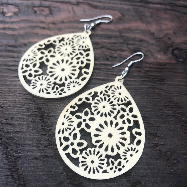 'El Bosque' Floral Drop Wooden Earrings (Natural)