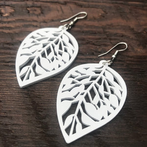 'El Bosque' Leaf Drop Wooden Earrings (White)
