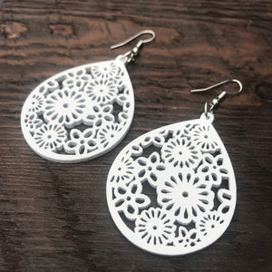 'El Bosque' Floral Drop Wooden Earrings (White)
