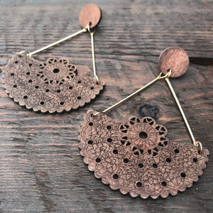 'El Bosque' Navajo Native American Design Mandala Earrings (Dark Brown)