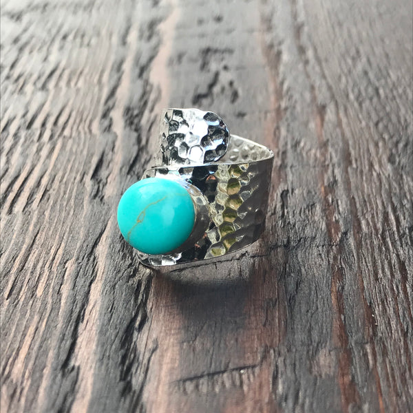 'White Isle' Green Turquoise Twist Design Hammered Sterling Silver Ring