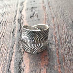 'Karen Hill Tribe' Feather Print Wrap Design Ring