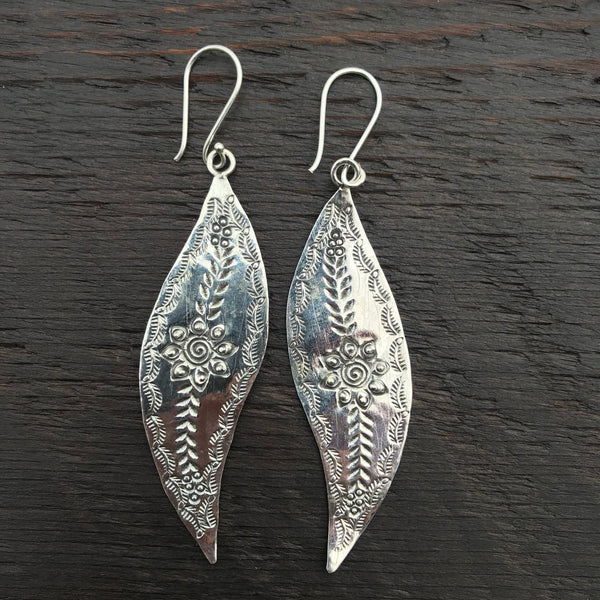 'Karen Hill Tribe' Statement Abstract Tribal Design Wave Shape Sterling Silver Earrings