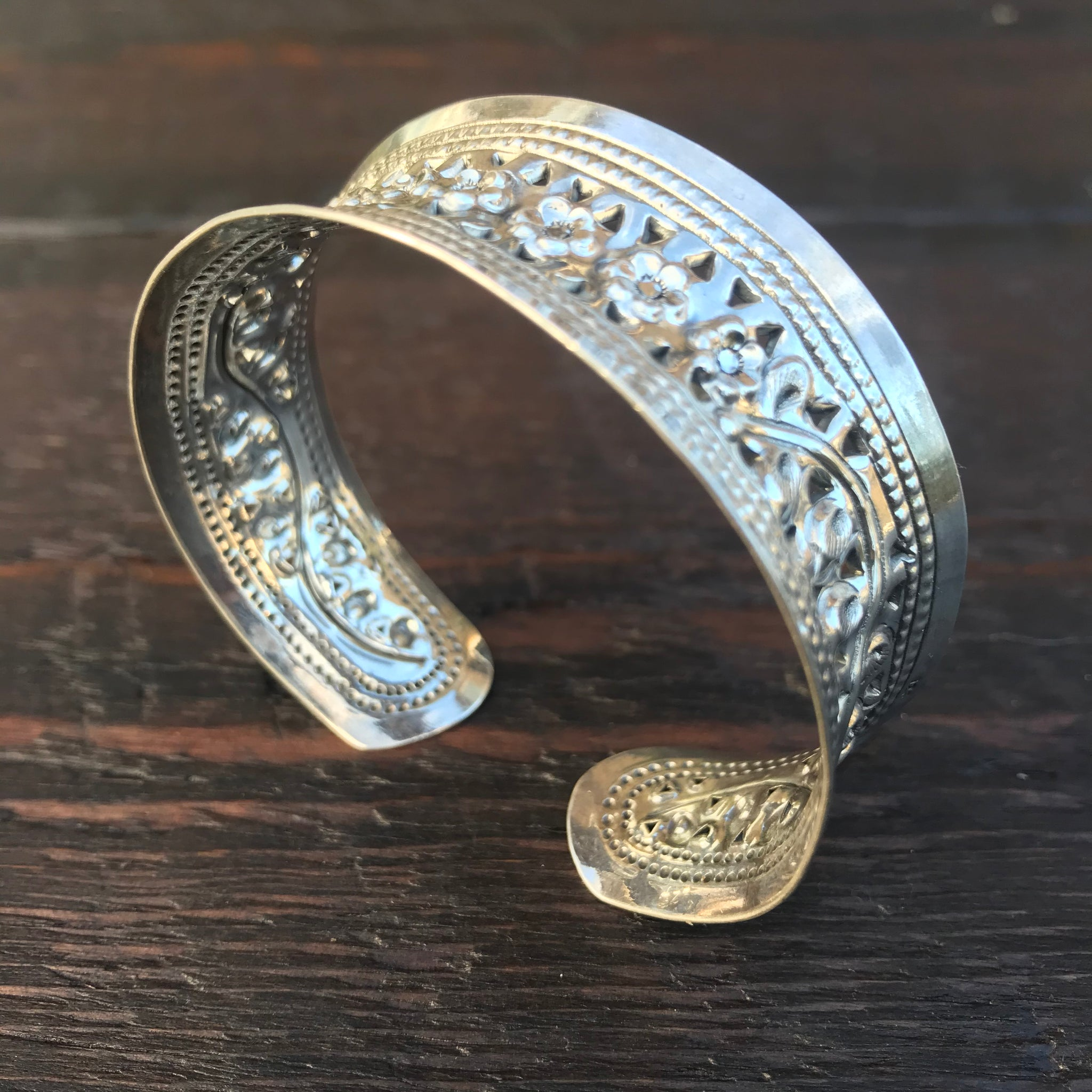 'Karen Hill Tribe' Concave Flower Sterling Silver Cuff Bangle