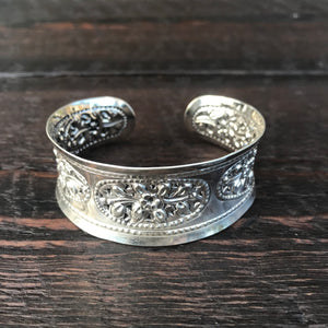 'Karen Hill Tribe' Ethnic Flowers Oval Design Cuff Bangle - Sterling Silver Bangle
