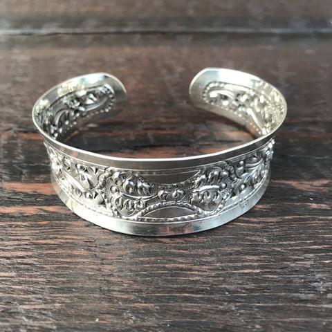 'Karen Hill Tribe' Sterling Silver Tribal Design Cuff Bangle