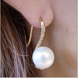 Simple simulated pearl earrings