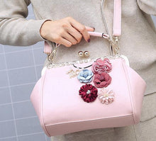 Women Fashion Vintage Embossed Flower Metal   Clasp Handbag Single Shoulder Bag Crossbody Bag