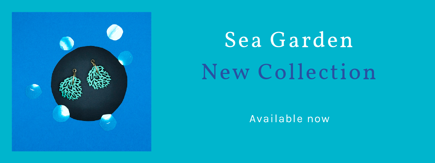 Button that takes you to the Sea Garden collection Title that explains the current availability of the jewels in the collection. Blue background with SEA GRASS earrings, silhouette in the shape of seaweed, turquoise blue.