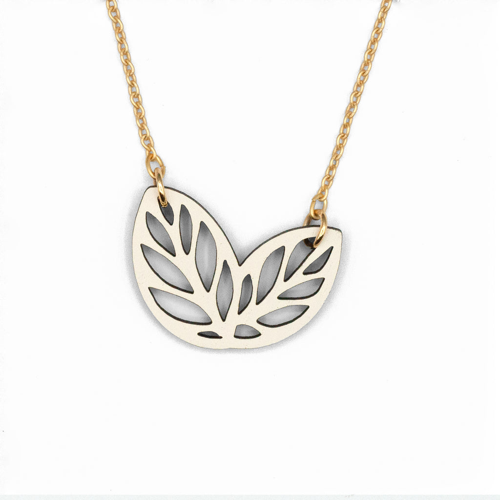 Ribbon Bush White Necklace