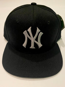 NEW YORK YANKEES BLACK & GREY SNAP BACK BASEBALL HAT