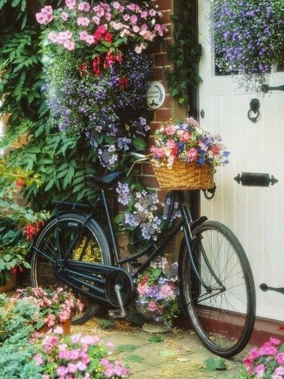 Black Bicycle With Flowers - Diamond Painting Kit