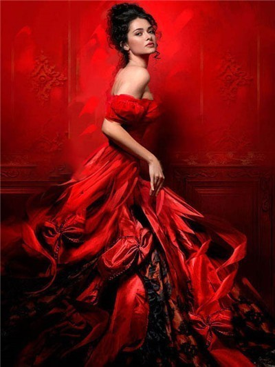 Woman in Red Gown - Diamond Painting Kit