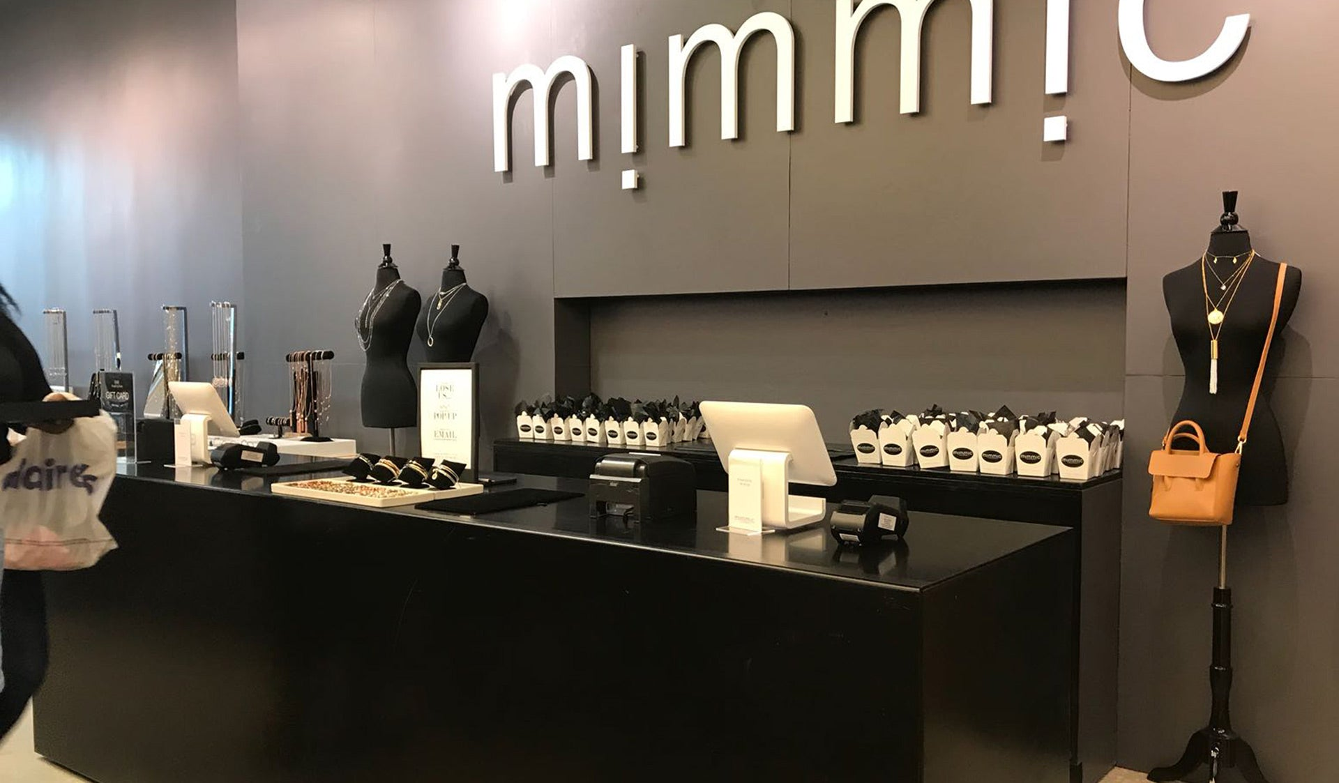 Register counter of Mimmic physical store location, with two ipad registers, and pre-made Mimmic takeout boxes in the background.