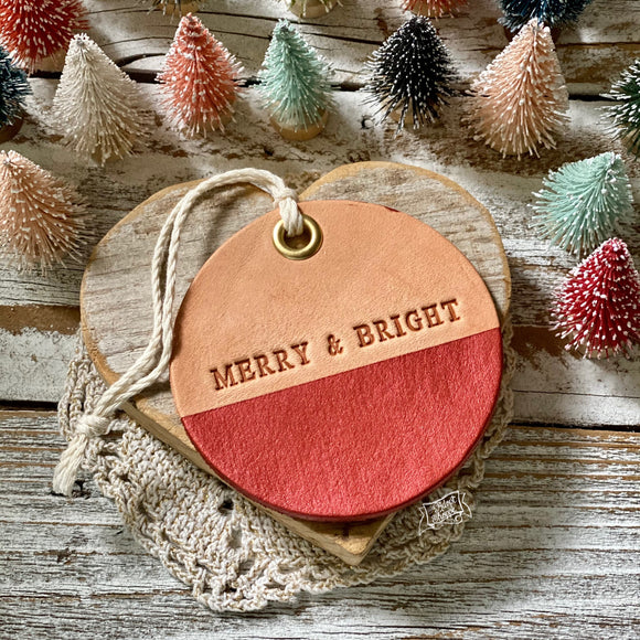 leather ornament MERRY & BRIGHT (metallic red)