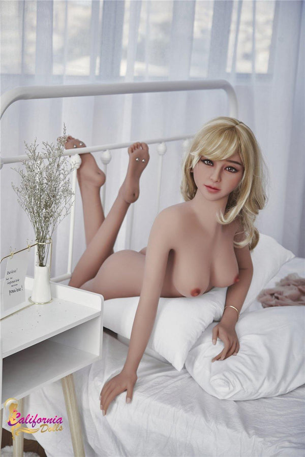 Nude sex doll reveals heart stopping face and body.