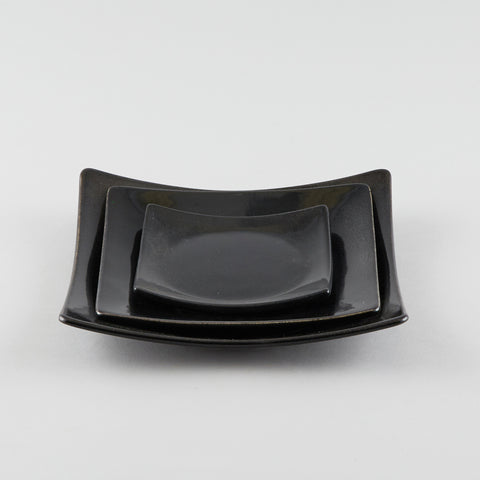 Full-Moon Sq. Plate with Raised Corners - Black (L)