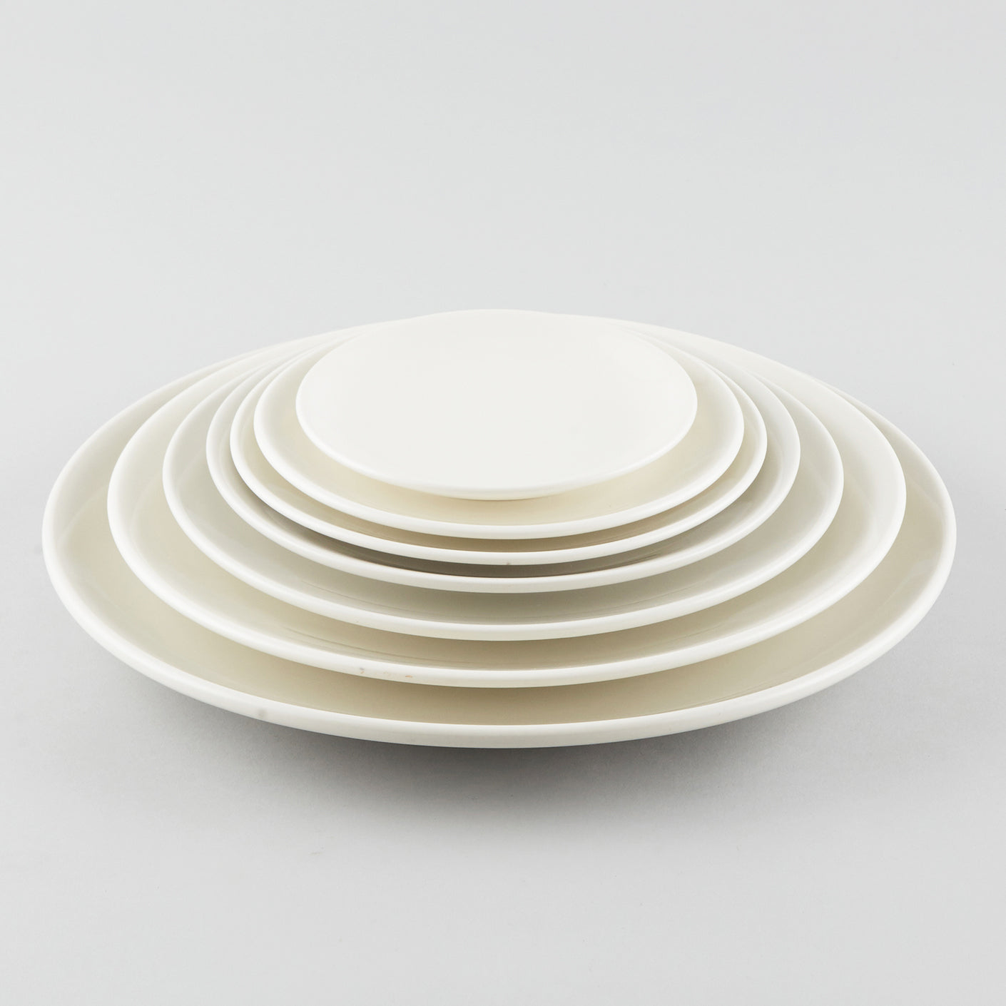 "Simplicity Round Plate - White (6"")"