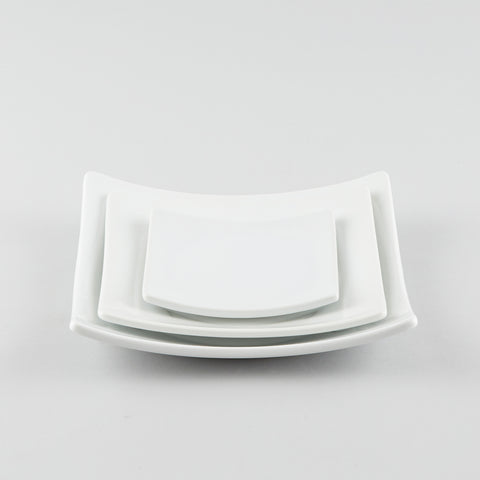 Full-Moon Sq. Plate with Raised Corners - White (M)