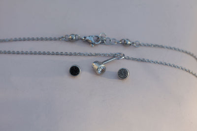 Necklace set With three 4 mm stones