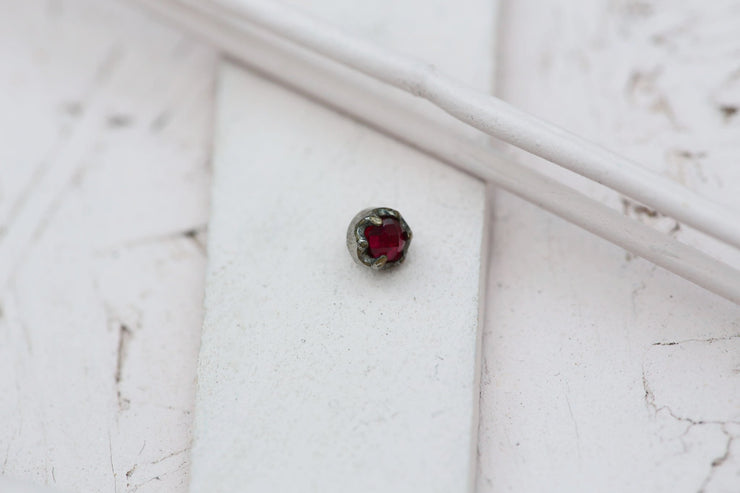 DARK RUBY BEZEL PRONG STONE 4MM SILVER