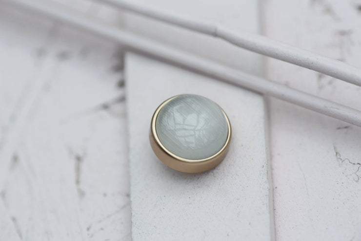 WHITE CAT EYE CABOCHON STONE 12MM BRONZE