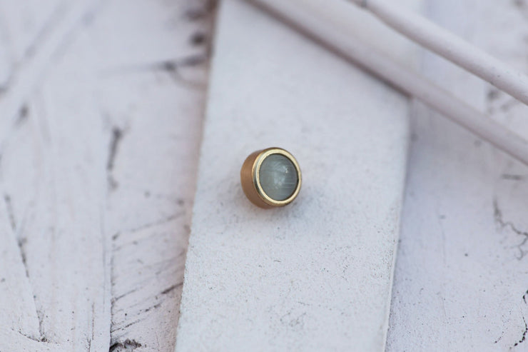 WHITE CAT EYE CABOCHON STONE 6MM BRONZE