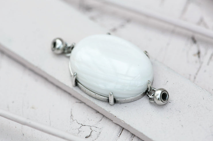 WHITE SHELL PRONG SET OVAL 18X25MM SILVER