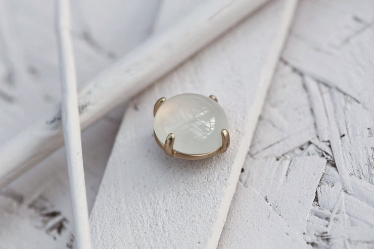 WHITE MOONSTONE PRONG STONE 14MM BRONZE
