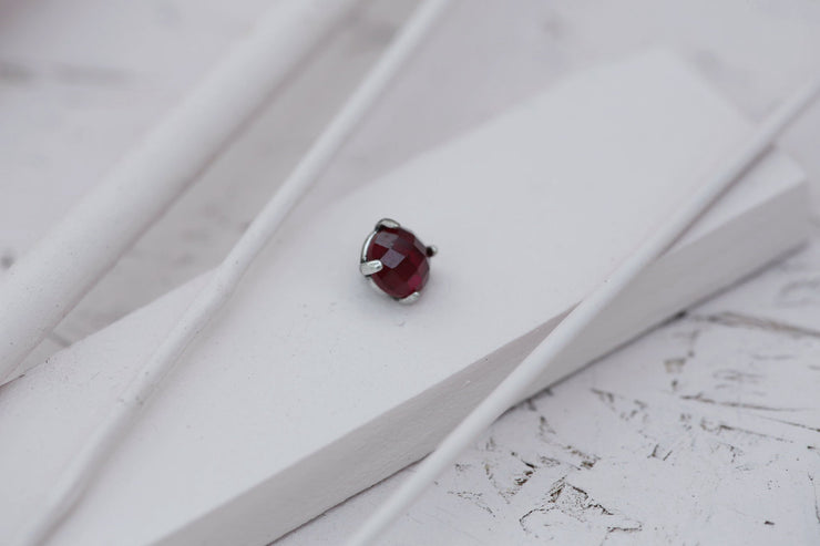 RUBY PRONG STONE 8MM SILVER