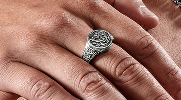 Signet Rings – Eye-Catching Men's Accessories