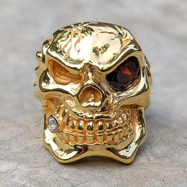 red eye 14k yellow gold skull ring