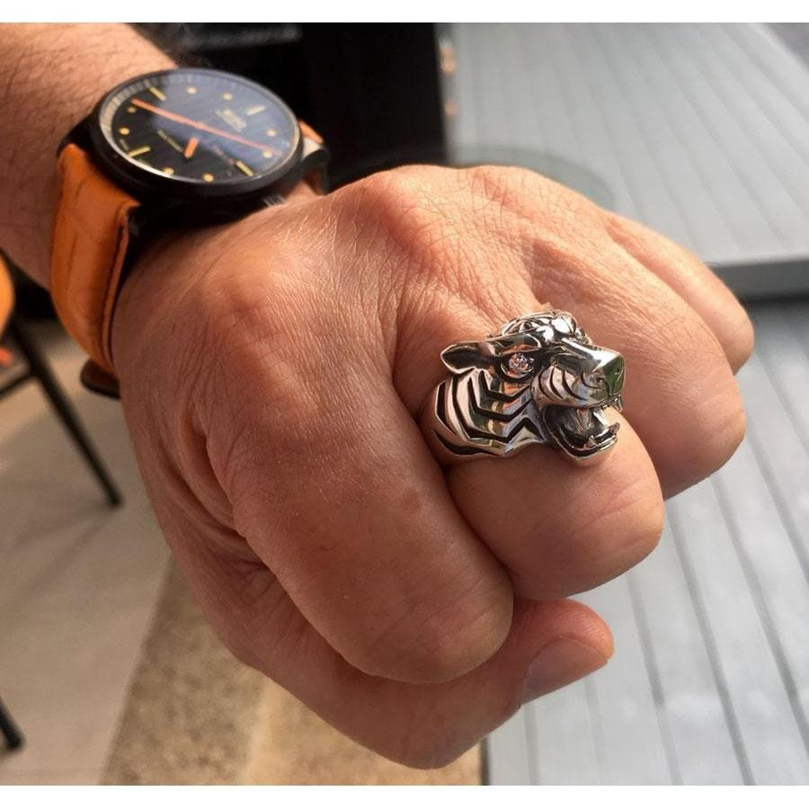 tiger head ring on hand