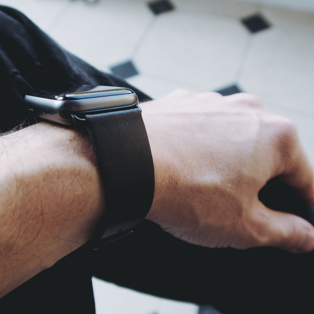 Apple Watch Leather Strap - Black / 42/44mm